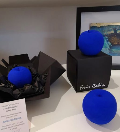 The Blue Apple Eric Robin oeuvre éphémère